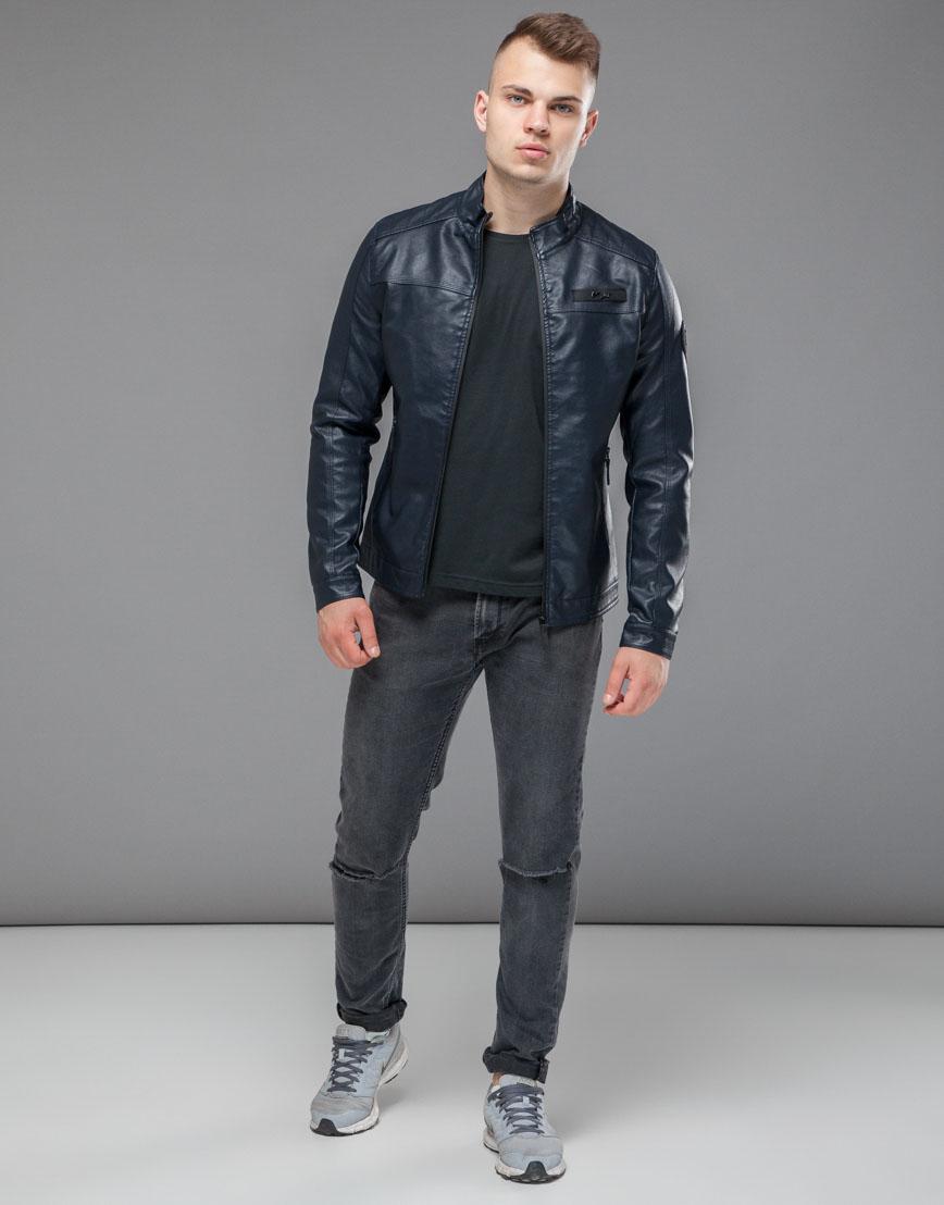 Темно-синяя куртка с шевроном модель 25825