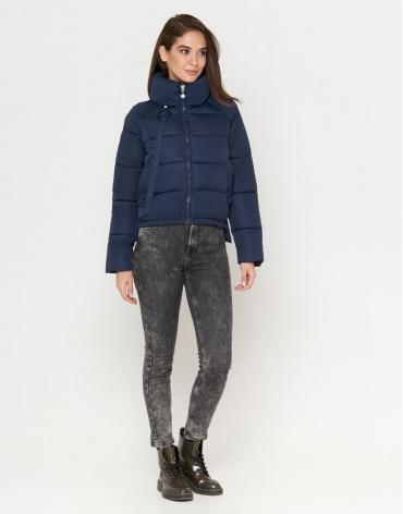 Легкая женская куртка синего цвета модель 25222 фото 1