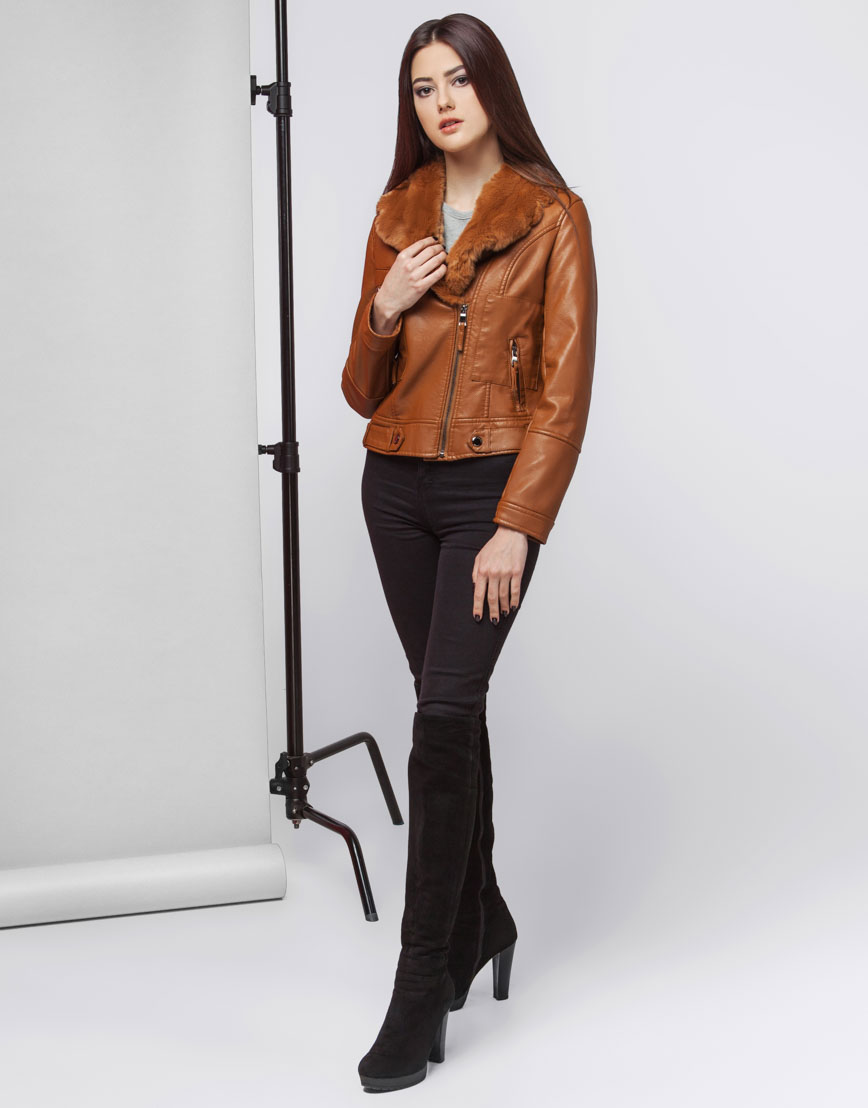 Куртка коричневая женская короткая модель 25582