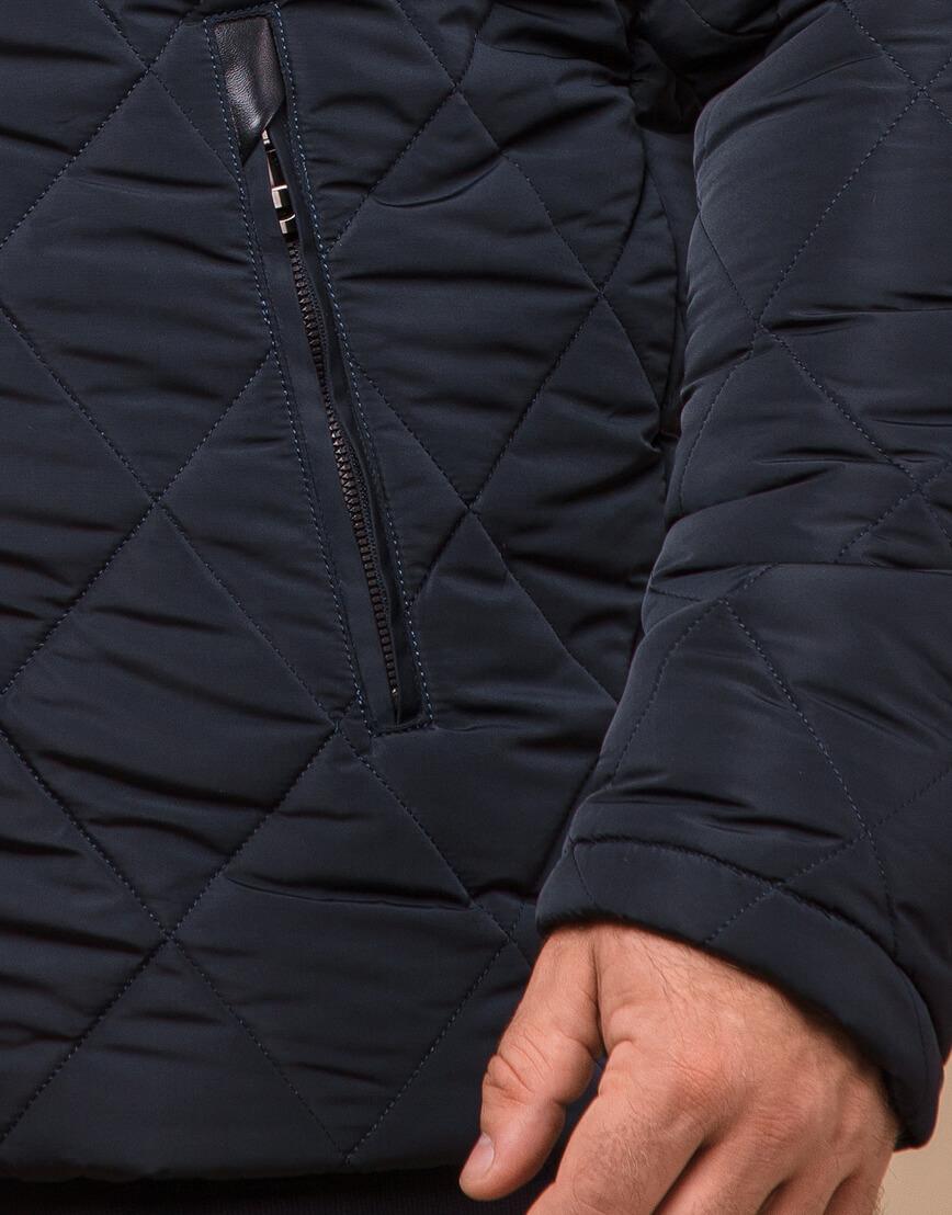 Темно-синяя зимняя куртка с капюшоном модель 19121 фото 5