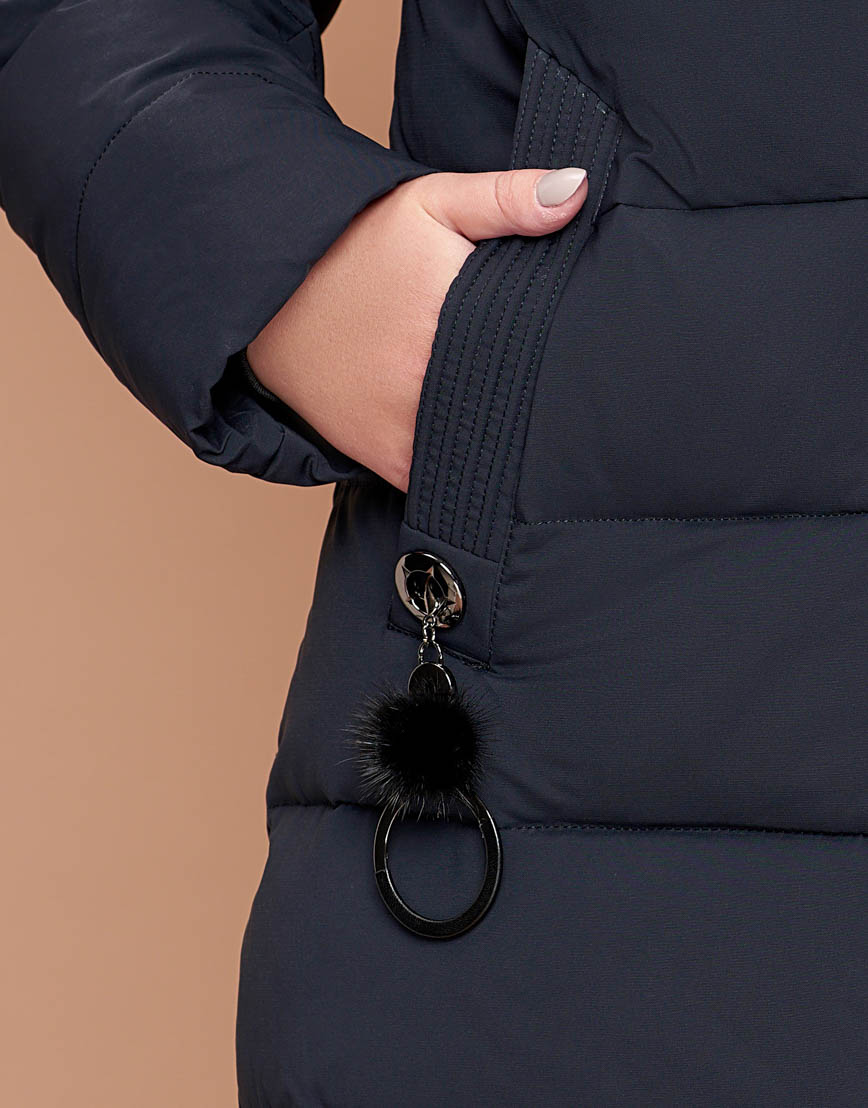 Темно-синяя практичная женская зимняя куртка модель 25095