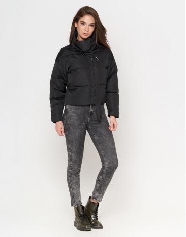 Женская комфортная куртка черного цвета модель 25233
