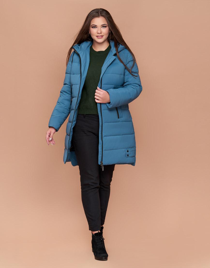 Темно-голубая современная женская куртка с капюшоном модель 25225