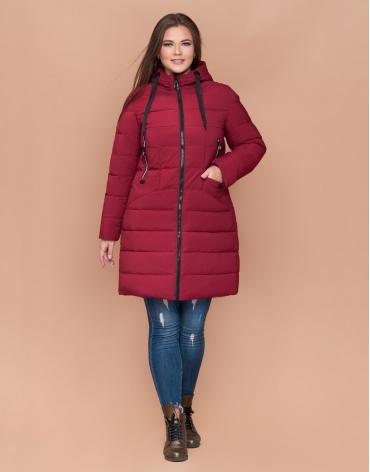 Стильная женская куртка большого размера цвет бордовый модель 25275