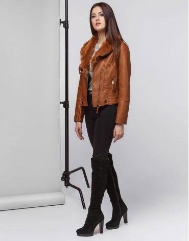 Удобная женская коричневая куртка модель 25582 фото 1