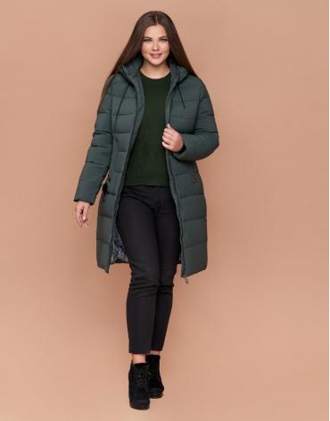 Серо-зеленая зимняя женская куртка большого размера на молнии модель 25095