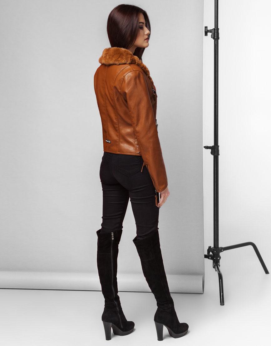 Современная женская коричневая куртка модель 25692 фото 4