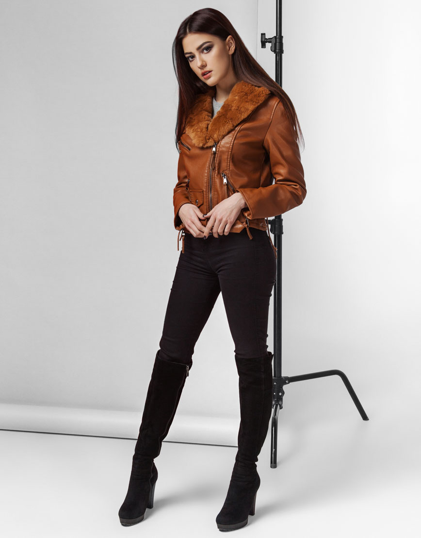 Современная женская коричневая куртка модель 25692 фото 3