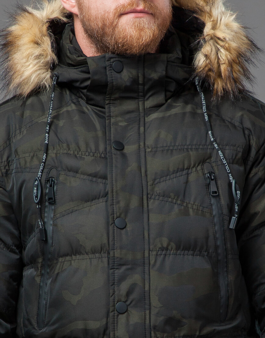 Дизайнерская темно-зеленая куртка на зиму модель 76029 оптом фото 5