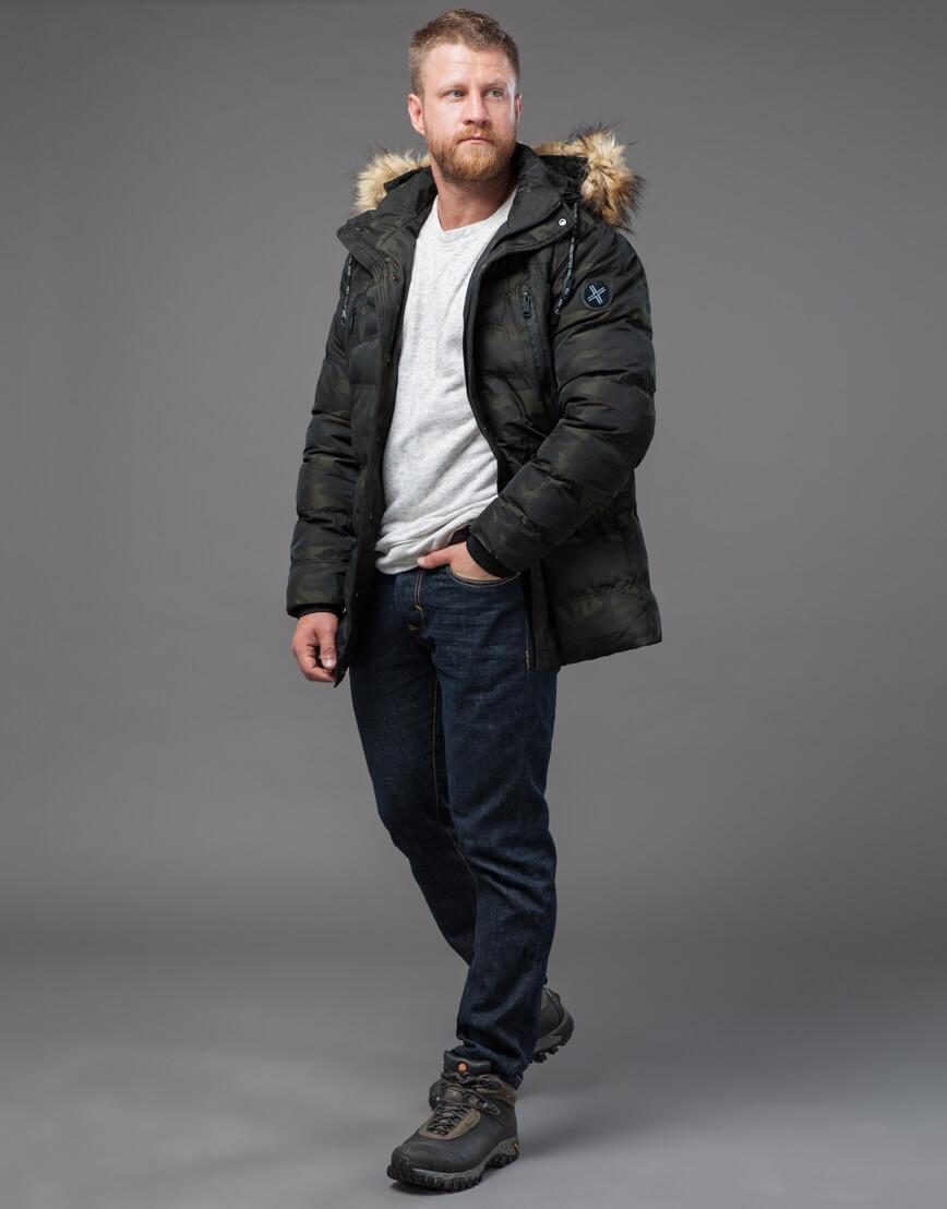 Дизайнерская темно-зеленая куртка на зиму модель 76029 оптом фото 1