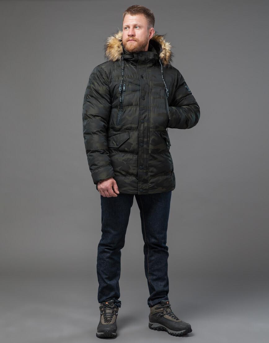 Дизайнерская темно-зеленая куртка на зиму модель 76029 оптом фото 3