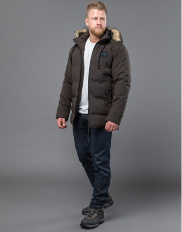 Практичная куртка цвета кофе зимняя модель 55825