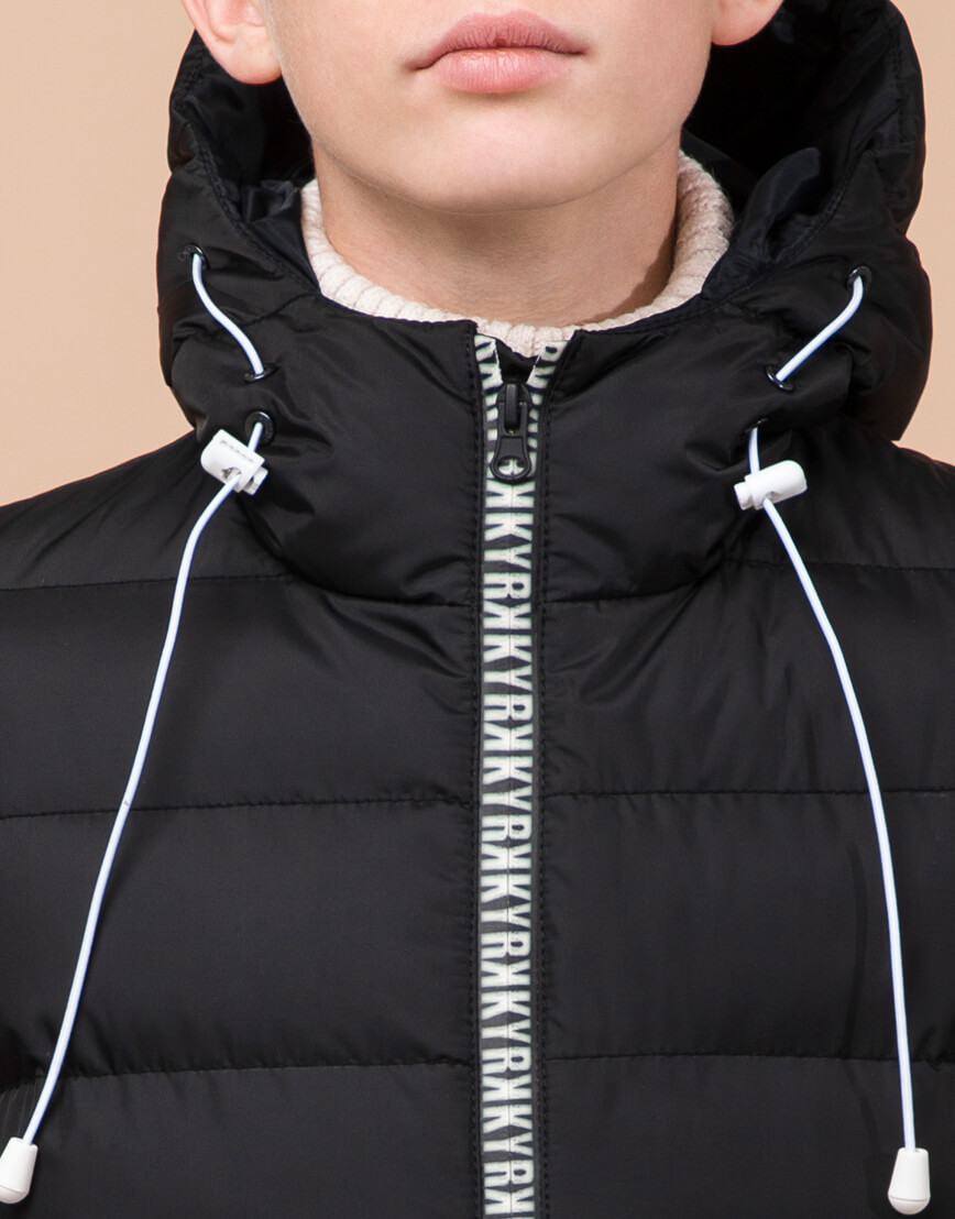 Черная детская куртка модного дизайна модель 65028 фото 5