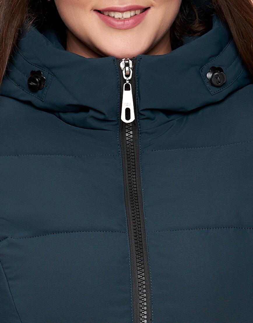 Женская зимняя темно-зеленая куртка большого размера с карманами модель 25525