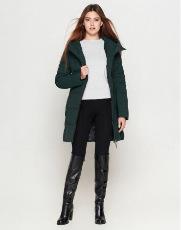 Утепленная молодежная темно-зеленая женская куртка модель 25395
