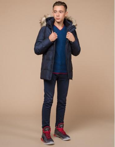 Удобная темно-синяя куртка подростковая дизайнерская модель 25510 оптом